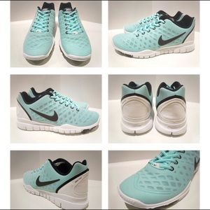 Turquoise Nike free TR fit
